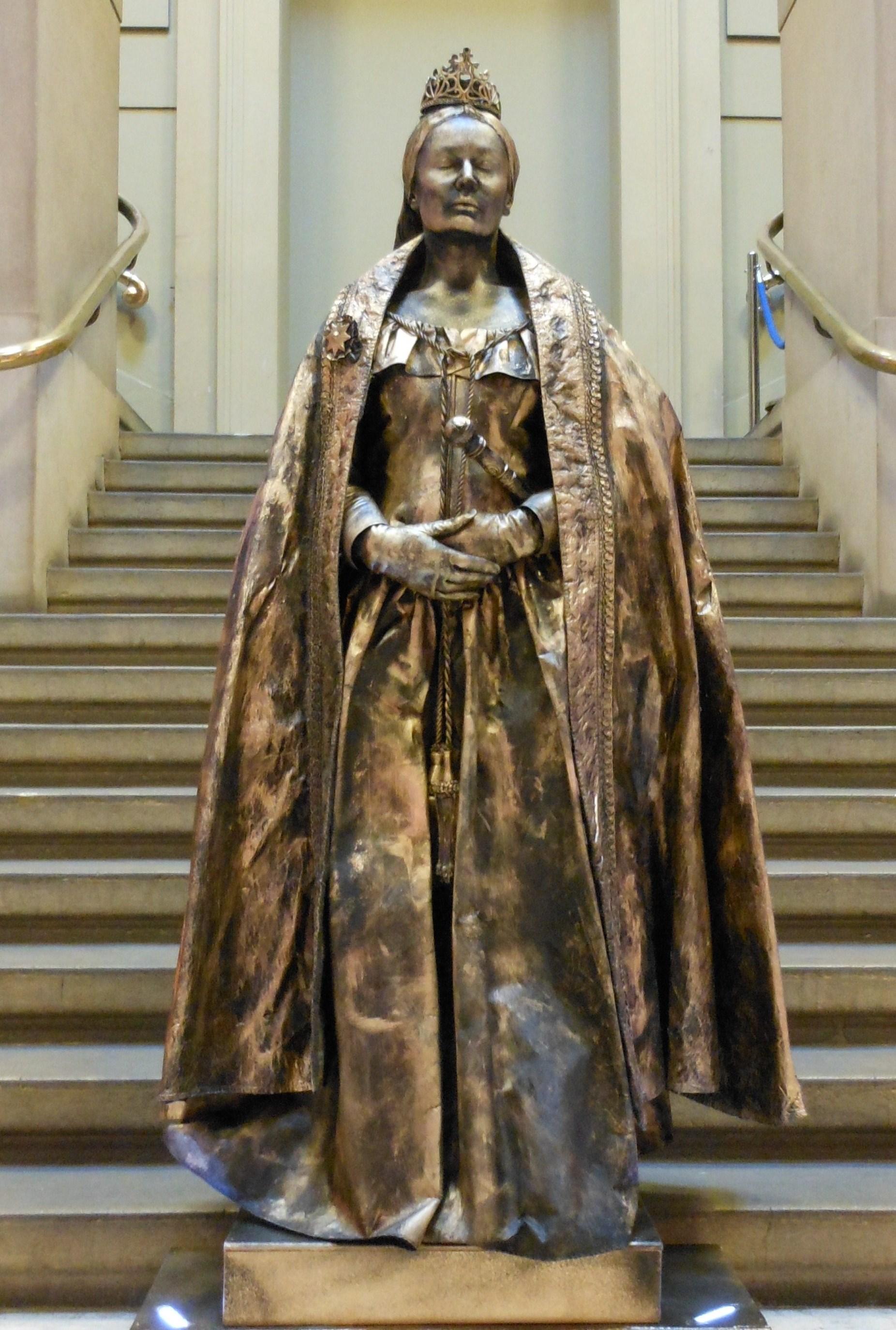 Queen Victoria living statue