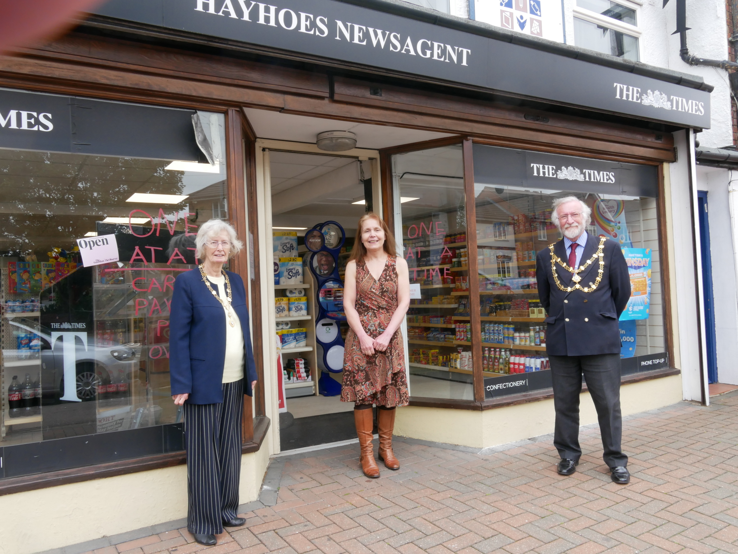 Dunstable Mayor outside Hayhoes newsagent