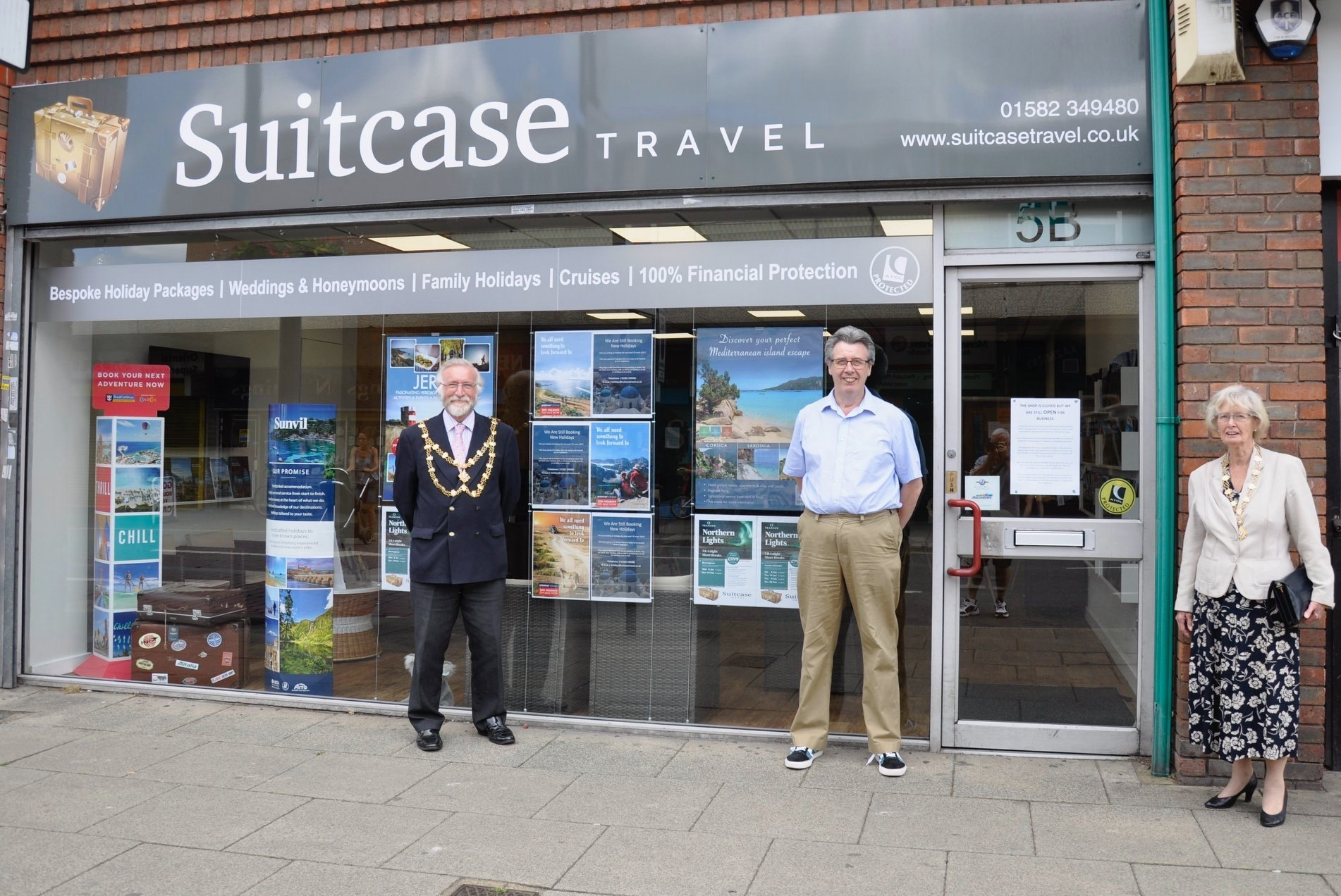 Dunstable Mayor outside Suitcase Travel Mike Silford